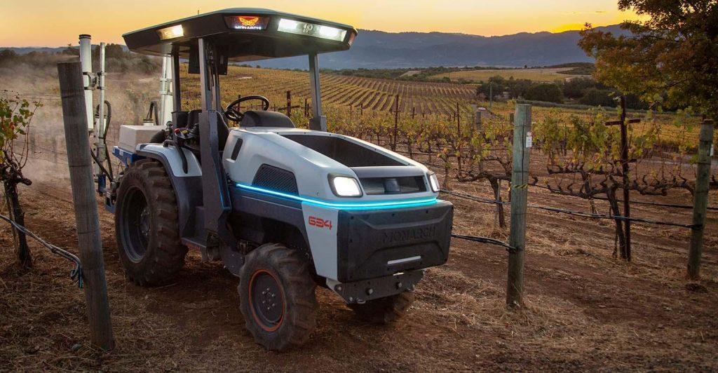 новый трактор Monarch