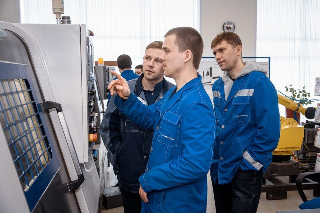 подготовку и переподготовку квалифицированных кадров для промышленных предприятий на современном оборудовании.