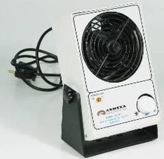Ионизатор. При работе с диэлектриками